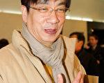 韩国安山设计文化高等学校(专门从事艺术教育)的校长梁在天观看了神韵国际艺术团在韩国水原市京畿道文化殿堂的首场演出后,发出了感叹。(金国焕/大纪元)