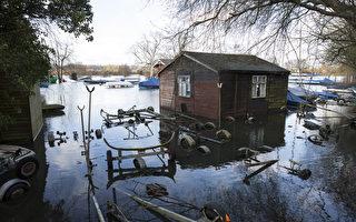组图:暴风雨加重洪灾 英国至少3死