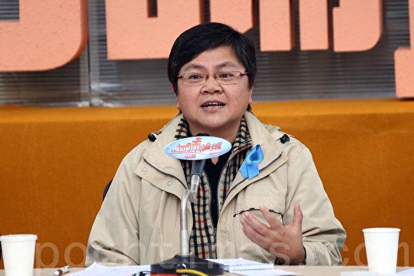 记协主席岑倚兰表示,今次无国界记者组织公布的香港新闻自由度排名大跌,相对在2002年的第18位,短短12年已经暴跌了43位,连日本和台湾都不如。(潘在殊/大纪元)
