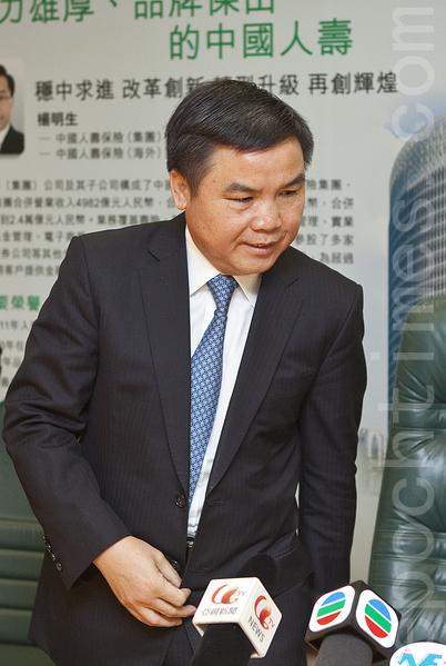 国寿海外副董事长刘廷安于记者会上表示,对于国寿海外会否上市现时未有时间表。(余钢/大纪元)