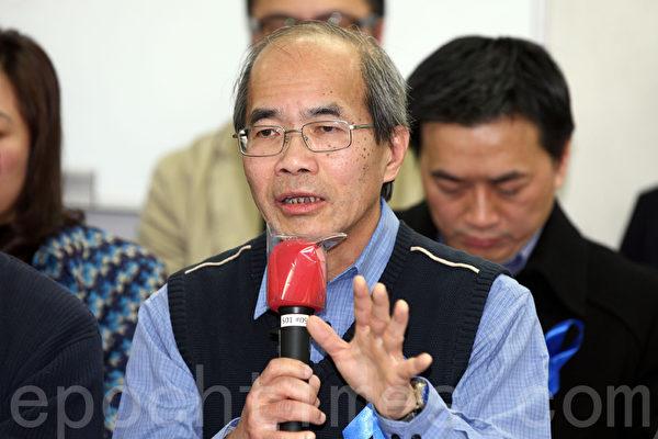 在2月23日反灭声游行的前夕,香港一班著名学者和评论员在前一日星期六宣布成立独立评论人协会,关注和捍卫香港的新闻及言论自由,并将有关讯息传递给港人,图为时事评论员刘锐绍。(潘在殊/大纪元)