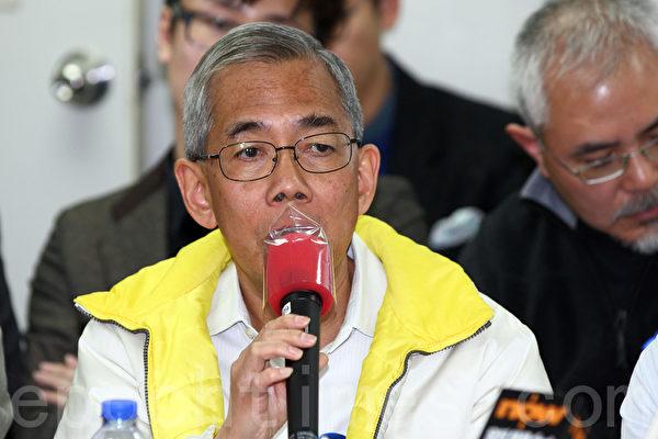 在2月23日反灭声游行的前夕,香港一班著名学者和评论员在前一日星期六宣布成立独立评论人协会,关注和捍卫香港的新闻及言论自由,并将有关讯息传递给港人,图为前公务员事务局局长王永平。(潘在殊/大纪元)