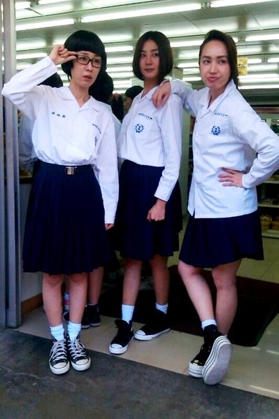 左起:李维维、洪小玲、小薰在剧中扮学生妹。(三立提供)