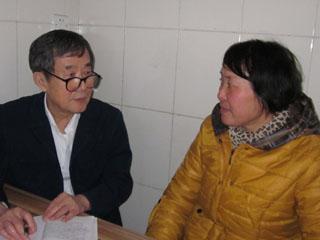 陈秉中采访杜吉阁(作者提供)