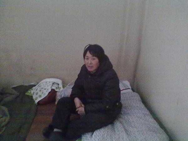 杜吉阁睡在没有床的水泥地上(作者提供)