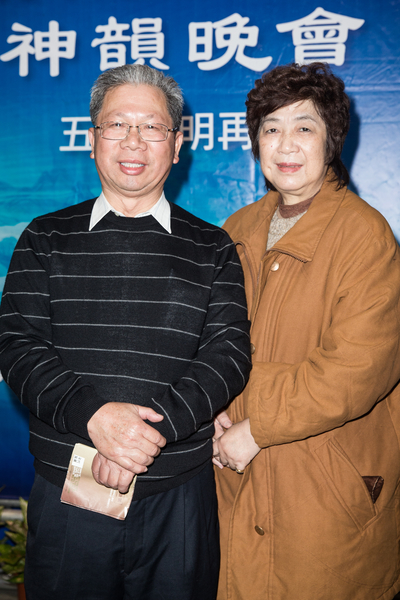 大裕機械工程股份有限公司總經理蘇日春(左)與妻子。(陳柏州/大紀元)