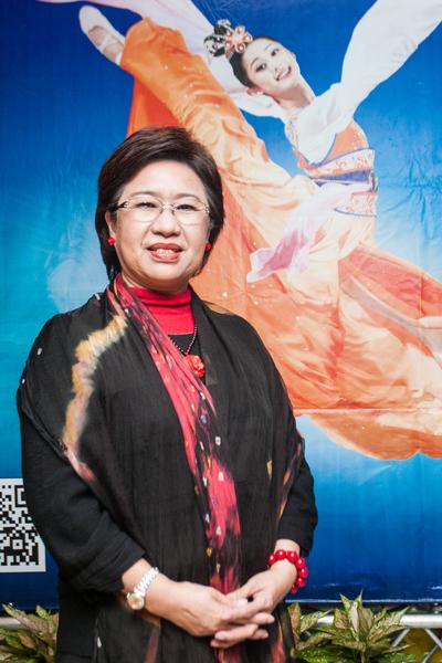 國際獅子會基隆和樂會會長洪湘淇非常喜歡神韻演出,由於票僅剩兩張,雖然她想再多看一場,還是將票讓給自己的老媽媽和弟弟一起觀賞。(王仁駿/大紀元)
