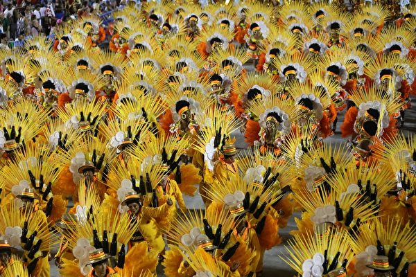 巴西里約熱內盧狂歡節遊行一景。(TASSO MARCELO LEAL/AFP)