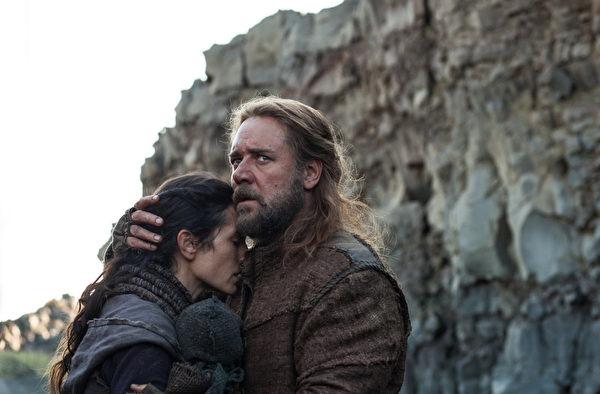 《挪亞方舟》劇照,羅素•克洛扮演的挪亞與詹妮弗•康納利扮演的妻子。(UIP提供)