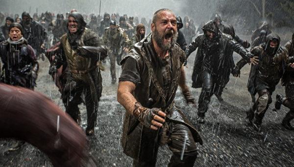 《挪亞方舟》劇照,「積十個世代罪惡」的人類在劫難面前。(UIP提供)