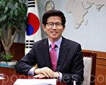 3次当选国会议员的韩国著名政治家金文洙,从2006年至今连续两次当选京畿道知事(相当于中国的省长)。(全宇/大纪元)