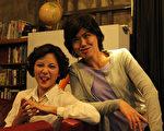 徐麗雯(左)與嚴藝文二人戲裡戲外交手精采。(客家電視台提供)