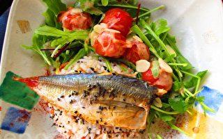 雙味香鬆魚飯配上蔬菜沙拉(攝影:家和/大紀元)