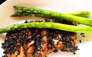 蘆筍佐鮪魚芝香片(攝影:家和/大紀元)
