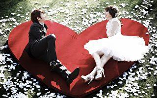 郭雪芙与金希澈拍《我结》公开甜蜜婚照