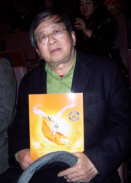 台灣著名指揮家、曾擔任臺北市立交響樂團團長及音樂總監的陳秋盛,觀看了神韻國際藝術團3月21日晚在桃園的首場演出。(大紀元)