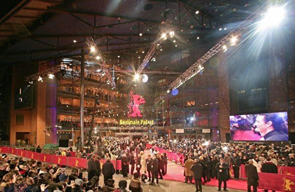 神韻在「柏林電影節」的主會場上演。(AXEL SCHMIDT/AFP/Getty Images)