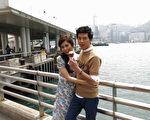 李國毅(右)與任容萱攜手共遊香港情侶最愛的天星碼頭。(三立提供)