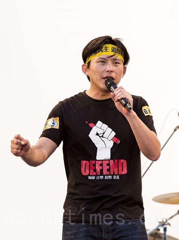 中研院副研究員黃國昌30日呼籲,立委應該是要選擇跟人民站在一起。(陳霆/大紀元)