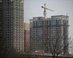 中國大陸各地樓市(包括北京、廣州、深圳等一線城市)今年1月份的新房和二手房成交量均出現巨幅下滑,面對這個現狀,專家表示,2014年中國房地產將面臨全線崩潰。(AFP/WANG ZHAO)