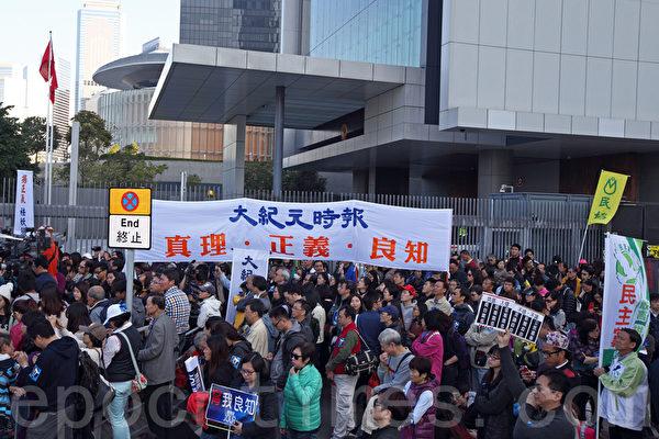 """香港记者协会2月23日发起""""反灭声""""大游行和集会,记协宣布有超过6千人参加,其中大纪元时报最受瞩目,深受欢迎。(潘在殊/大纪元)"""