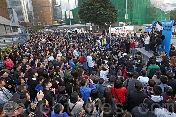 """香港记者协会2月23日发起""""反灭声""""大游行和集会,记协宣布有超过6千人参加,创下记协举办游行的人数纪录,多位社会知名人士在集会中发言,批评中共打压香港传媒。(潘在殊/大纪元)"""