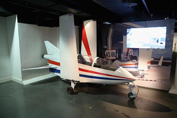 《八爪女》中出現的Acrostar小型機。(Chris Jackson/Getty Images for London Film Museum)