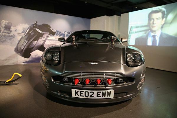 《擇日再死》中布魯斯南開的Aston Martin V12 Vanquish。(Chris Jackson/Getty Images for London Film Museum)