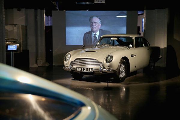曾在《黄金眼》和《明日帝国》中两度出现的Aston Martin DB5。(Chris Jackson/Getty Images for London Film Museum)