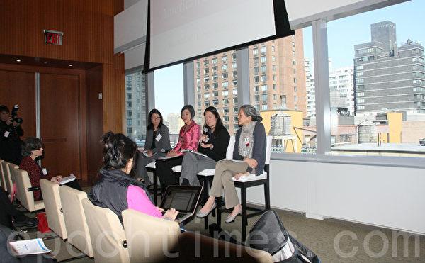 "Lisa Kiang(右一)与黄佩文(右二)参与了亚美联盟举办的会议,会议讨论了刚出版的""亚裔儿童状态""报告。(王依澜/大纪元)"