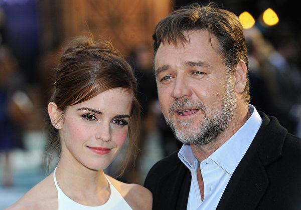 2014年3月31日,罗素•克劳与爱玛•沃森出席《诺亚方舟》伦敦首映礼。(Dave J Hogan/Getty Images for Paramount Pictures International)