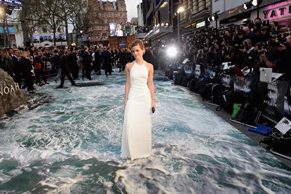 """《诺亚方舟》伦敦首映 群星步""""水毯"""""""