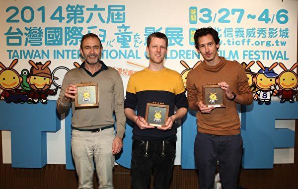 左起:《寒鸦情深-灰色小ㄚ》制作人Jan van der Zanden与《大水来我家》Maarten Isakk de Heerr以及《我的二次元朋友》Peter_Vacz。(公视提供)