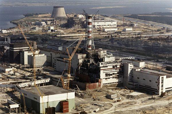 發生於1986年4月26日的切爾諾貝利爆炸被視為歷史上最嚴重的核電站事故。圖為1986年10月核電廠的外觀。(ZUFAROV/AFP/Getty Images)