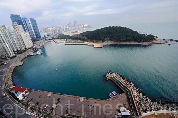 韩国釜山海台豪华建筑。(宋祥龙/大纪元)