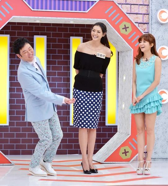 林嘉绮接受主持人阳帆、吴怡霈的访问。(福斯国际电视网提供)