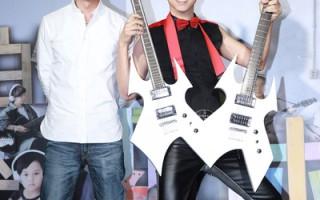 陳鎮川贈訂製吉他  祝庾澄慶旗開得勝