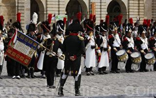 組圖:拿破侖告別近衛軍200週年再現
