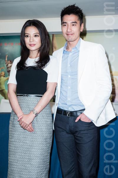导演赵薇、男主角赵又廷4月29日在台北出席《致我们终将逝去的青春》台湾上映记者会。(陈柏州/大纪元)