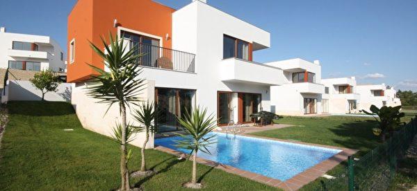 銀色海岸海邊房產,現代設計,帶游泳池。(PRO PORTUGAL公司提供)
