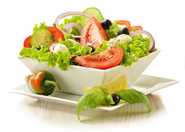 研究證實在餐點中加酪梨可以保持腰部的尺寸較小。用酪梨加檸檬汁扮成酪梨醬,淋在沙拉上是道健康美味料理。(fotolia)