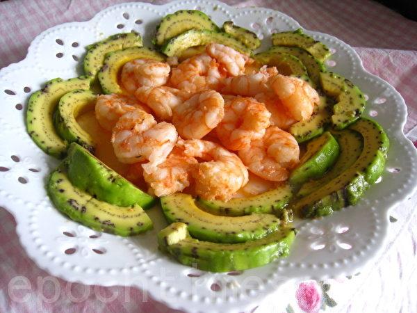 酪梨搭鮮蝦,秀色可餐,營養高又健身。(楊美琴/大紀元)