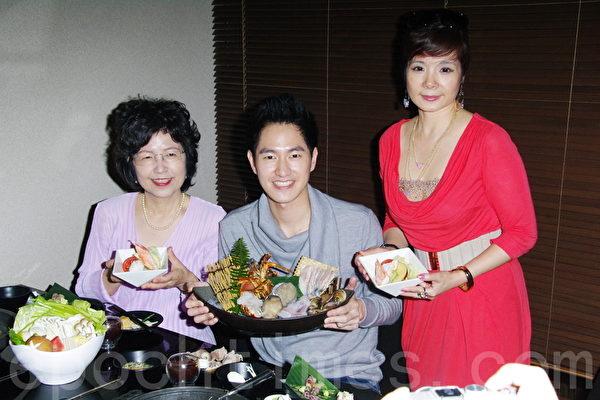 2014年4月27日於台北專訪涂世旻,左至右:涂世旻母親、涂世旻、嚴選鍋執行長林芬蘭。(黃宗茂/大紀元)