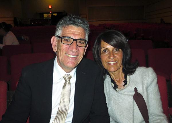 攝影師Vittorio Natoli同太太在帝王歌劇院。(吳建國/大紀元)