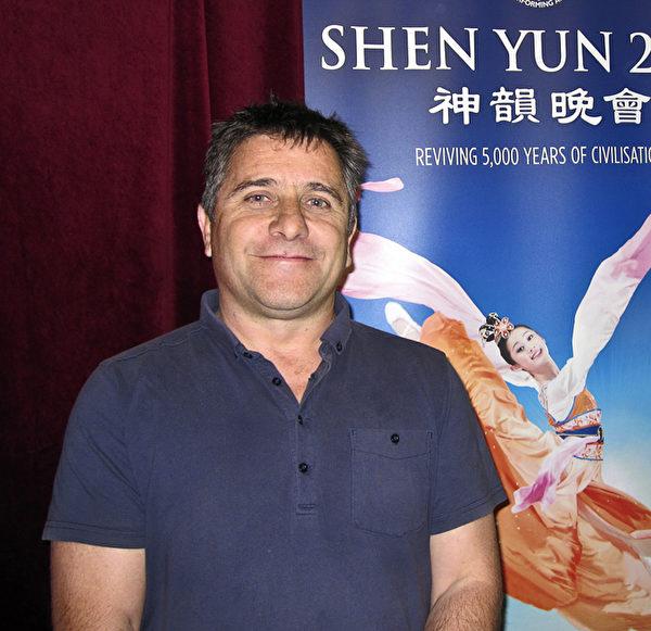 帝王歌剧院制作技术经理Barry Brody赞叹神韵是帝王上演过的最好演出(晨湘/大纪元)