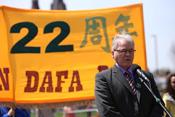 綠黨副黨魁、國會議員布魯斯•海爾(Bruce Hyer) 代表綠黨黨魁伊麗莎白•梅發言中說:「不要放棄,我們在精神上和你們同在,只要有需求,我們會加入你們尋求自由的努力。」(艾文/大紀元)