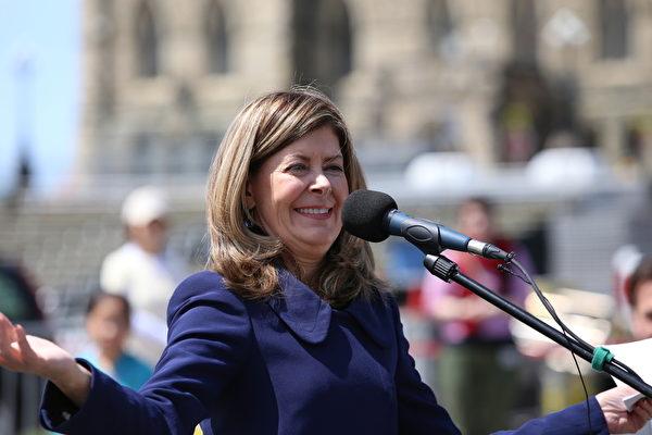 國會議員瓊•克茹凱特(Joan Crockatt)說:「我們將隨時為你們而努力,我們就是為你們(工作)的,是你們的擁護者。世界各地那些不具有這種權利的人們會知道,加拿大是代表他們發聲的。感謝你們的這些價值觀。我們將與你們站在一起。」(艾文/大紀元)