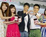 華劇《我的自由年代》2014年5月10日在台北市特別舉辦「畢業同樂會」。林舒語(左起)、翁滋蔓、劉以豪、是元介、黃甄妮。(黃宗茂/大紀元)