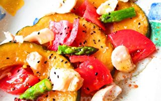 玩料理:白肉鱼缀彩蔬盘