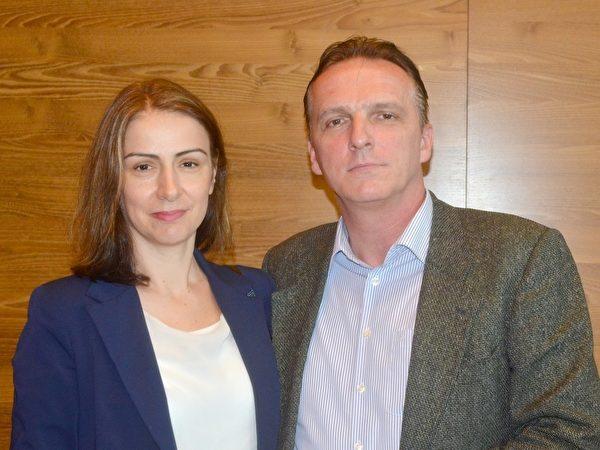 Darko Vidovic先生和太太Sanja Vidovic一起觀看了美國神韻世界藝術團在奧地利維也納的演出。(Florian Godovits/大紀元)